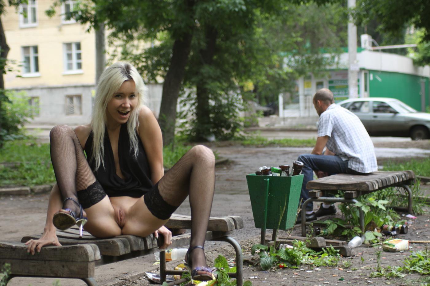 Фото порно в общественном месте