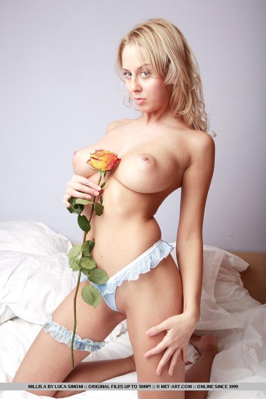 Сисястая блонда порно онлайн, негр трахает мужика в рот