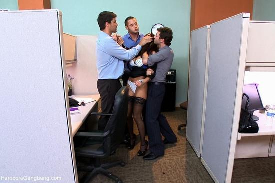Камера секса девушки в офисе в чулках секс