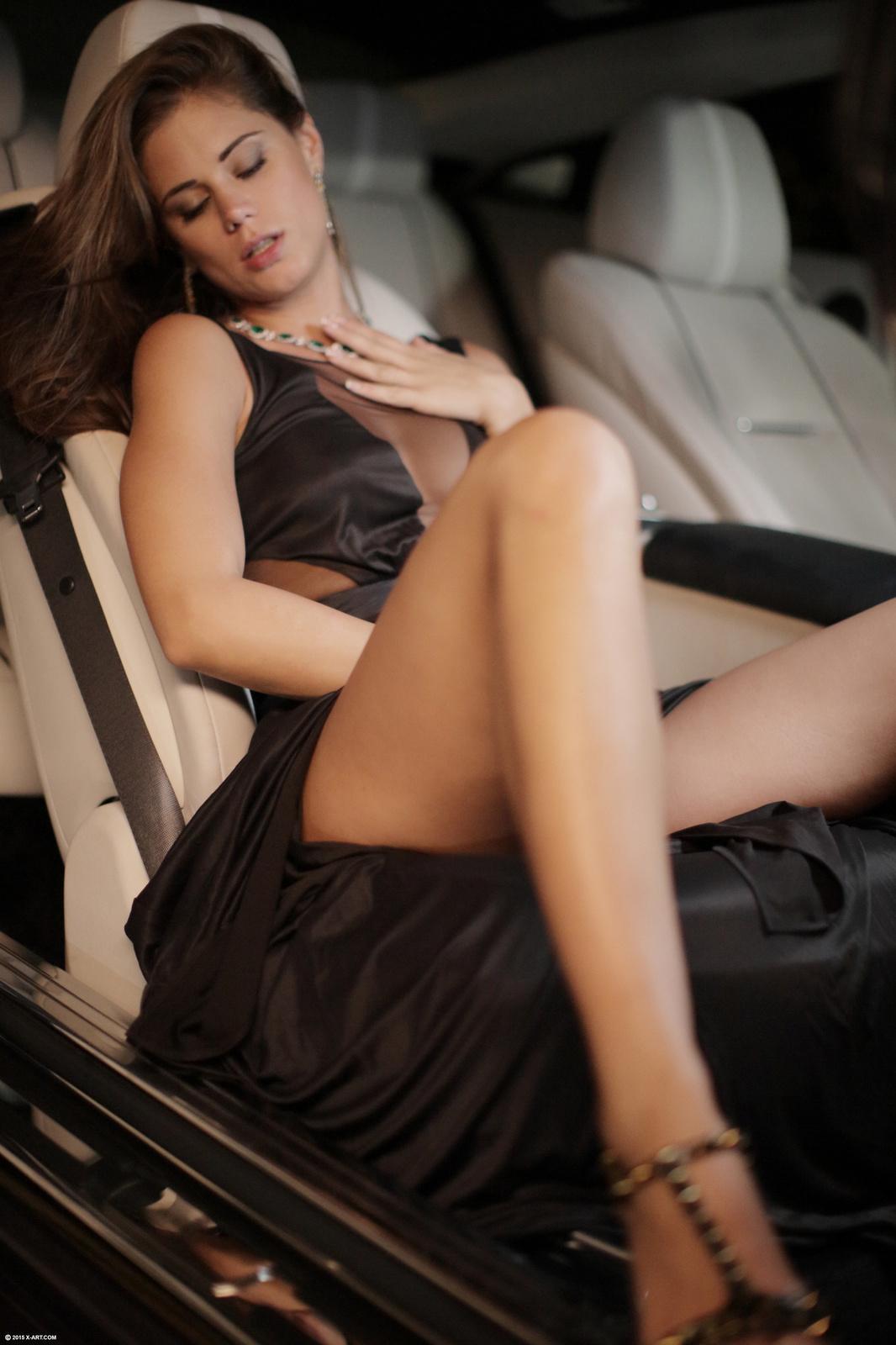 Красавица от мастурбации получает реальное сексуальное наслаждение