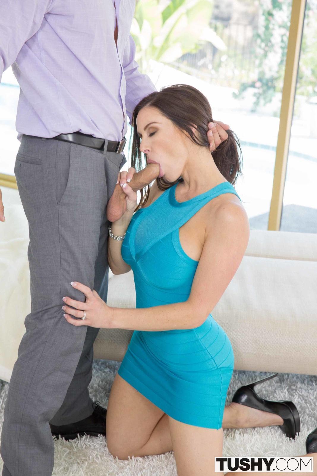 В голубом платье порно фото