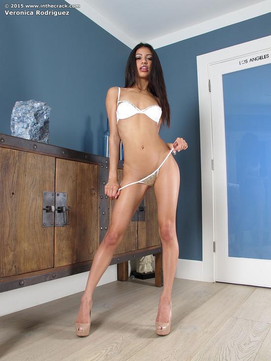 Veronica Rodriguez села пиздой на фиксированный фаллос