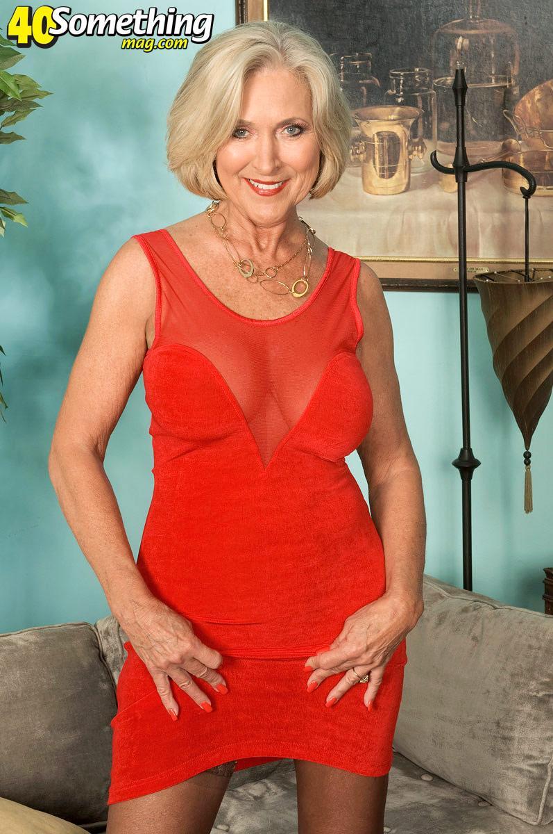 Зрелая дама в красном платье порно — photo 12
