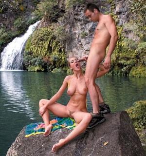 otdalas-porno-porno-studiya-darling-seks-fotografa-porno-foto