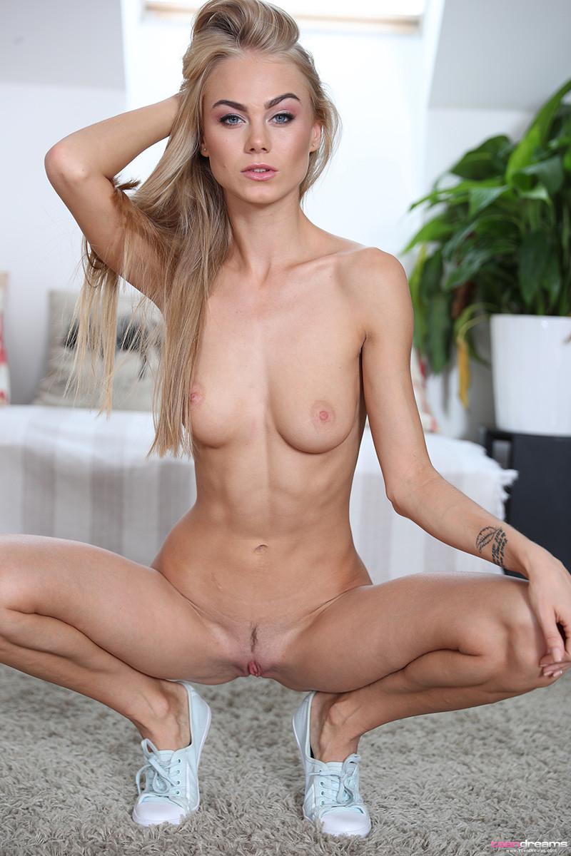 seks-siski-na-kortochkah-bez-trusov-porno-foto