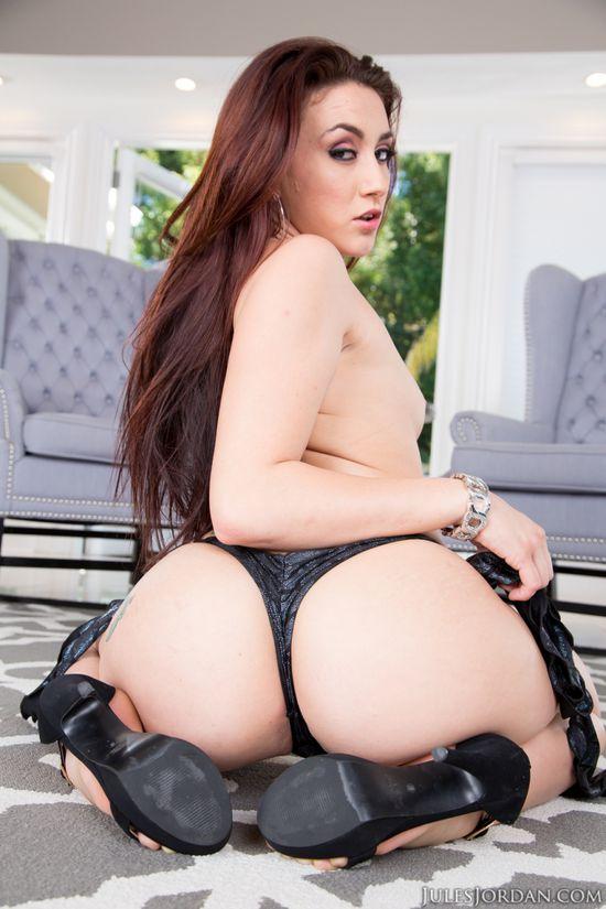 Дырки подкаченные порно актрисы девушка раздевается скрытая